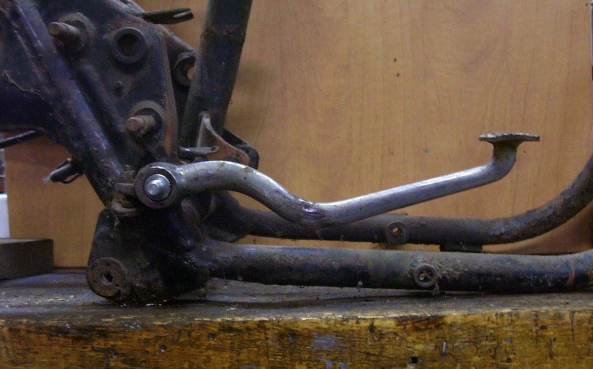 Brake lever resting on spring.JPG