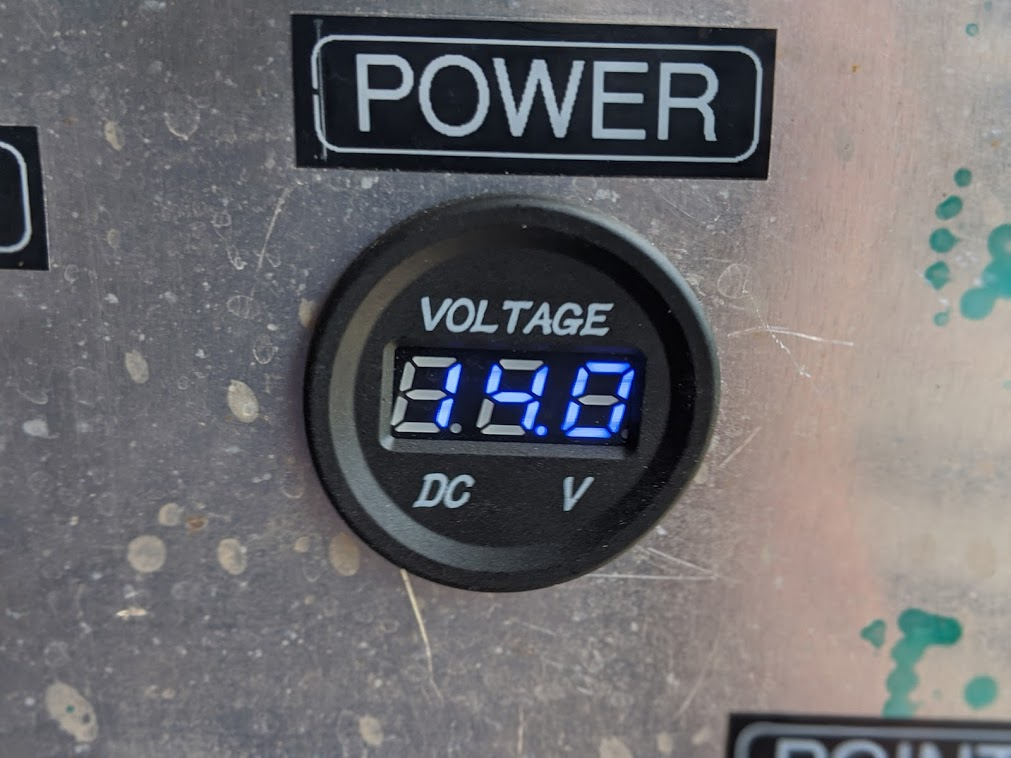 XS stand Charging 14.0.jpg